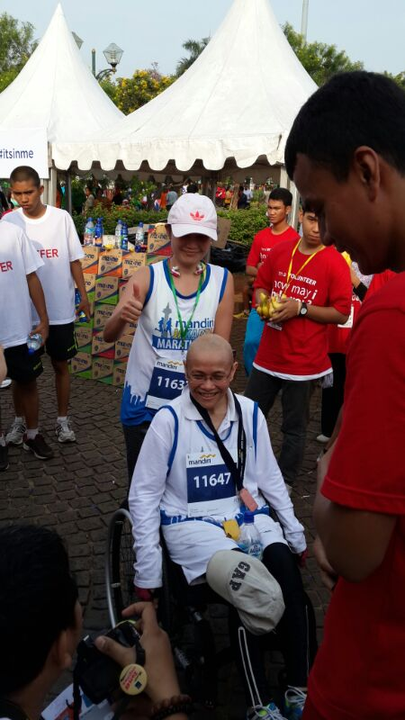 Ibu Anna and Luthfi on the finish line